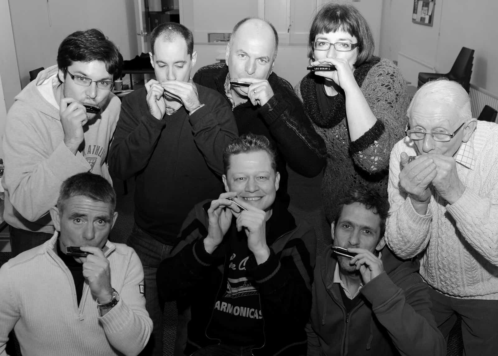 Harmonica for small team building